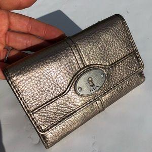 Fossil shiny wallet like new